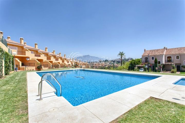Estepona, Promotion of 27 townhouses in the popular El Paraiso area - Last remaining units!