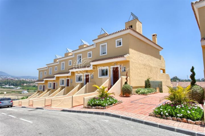Estepona, Promotion of townhouses in popular El Paraiso area