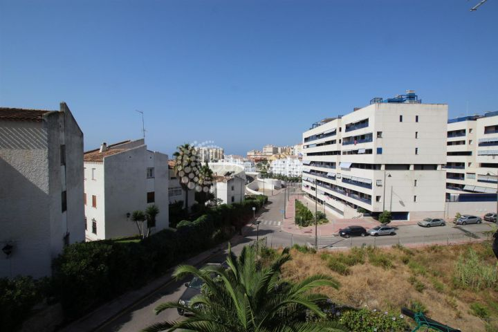 Estepona, APARTMENT FOR SALE - TWO MINUTE WALK TO THE BEACH!
