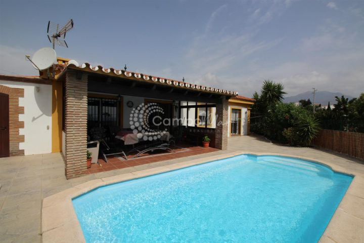 Estepona, Family home for sale with pleasant views to the sea