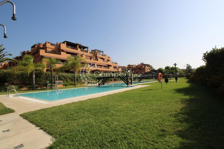 Estepona, Ground floor apartment in the fantastic Playa del Angel complex in Estepona