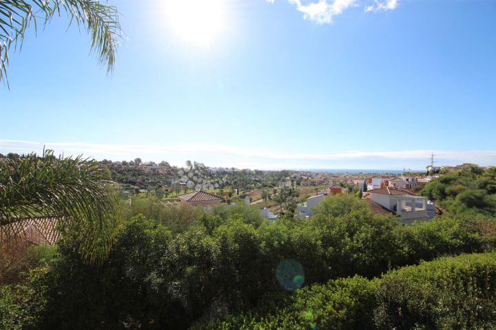 Estepona, Truly stunning modern home for sale in the popular El Paraiso area