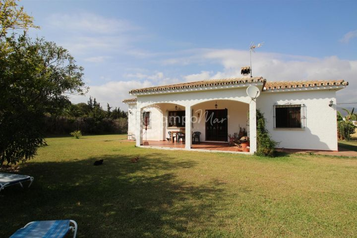 Estepona, FInca for sale with beautiful, large and flat grounds.