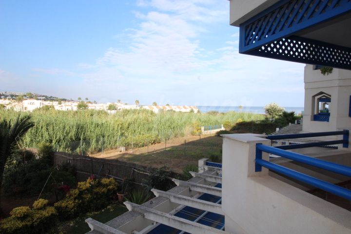 Manilva, Apartment for sale in La Noria, Sabinillas beachfront location.