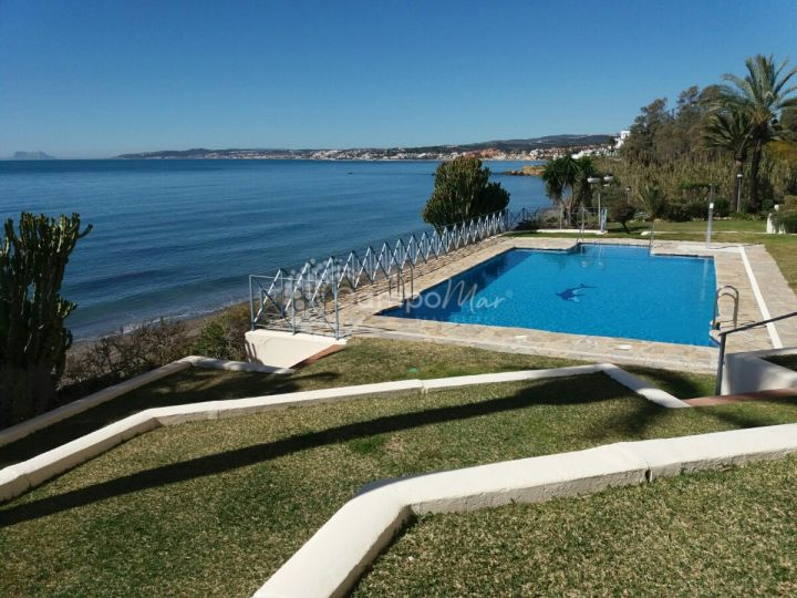 Estepona, Apartment for sale in Veramar beachfront urbanisation, in Estepona