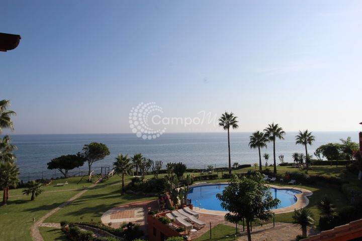 Estepona, Front line location with stunning views in Estepona