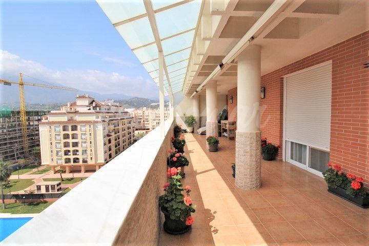 Estepona, Large penthouse apartment available in the heart of Estepona