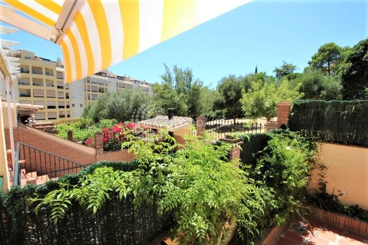 Estepona, Large family town house in the centre of Estepona
