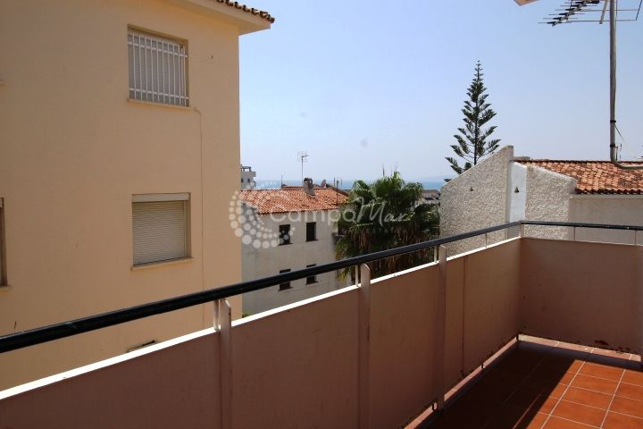 Estepona, Fantastic opportunity in Estepona, 3 beds under 100k.