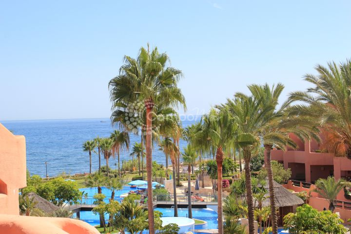 Estepona, Stunning penthouse for sale in Mar Azul, one of Estepona most exclusive resorts.