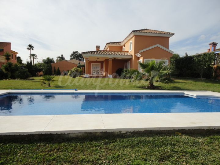 Estepona, Large family villa with great plot and pool, in Don Pedro, Estepona