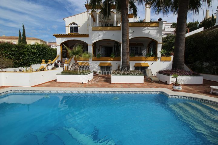 Estepona, Family Villa for sale in the popular Seghers area of Estepona