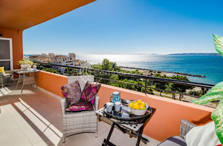 Estepona, Stunning sea views from this three bedroom apartment in Estepona.
