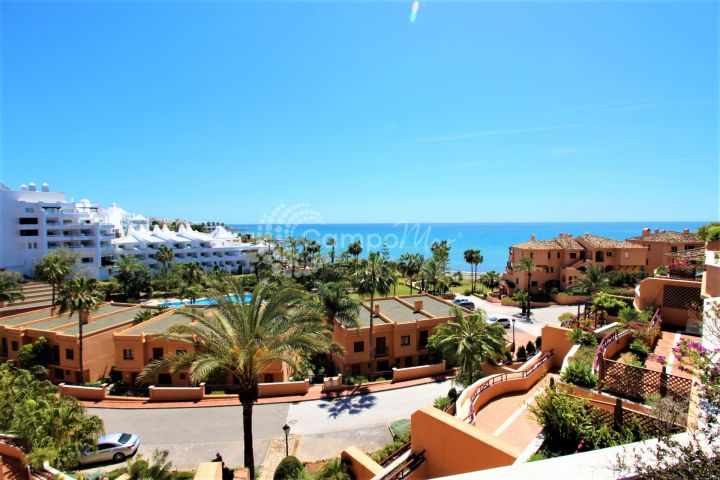 Estepona, Stunning penthouse for sale on the beachfront in Riviera Andaluza, Estepona