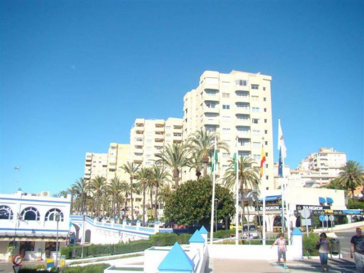 Estepona, Ground floor apartment for sale in Puerto Paraiso, Estepona