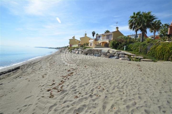 Estepona, Front line beach house in Estepona