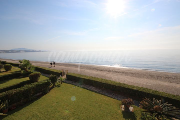Estepona, Playa del Moral, complete front line beach location in Estepona