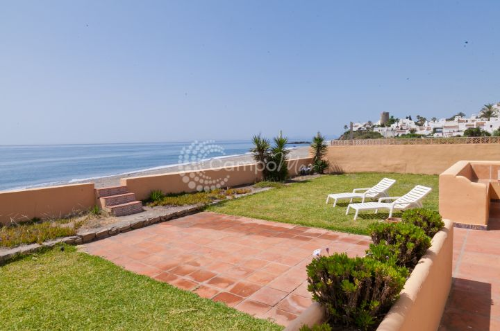 Estepona, Villa for sale with stunning front line beach position in Estepona