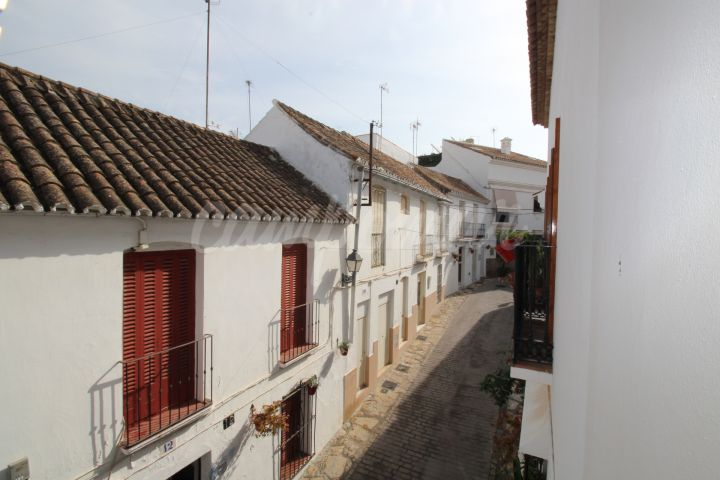 Estepona, Super large town house available in the heart of the Old Town, Estepona