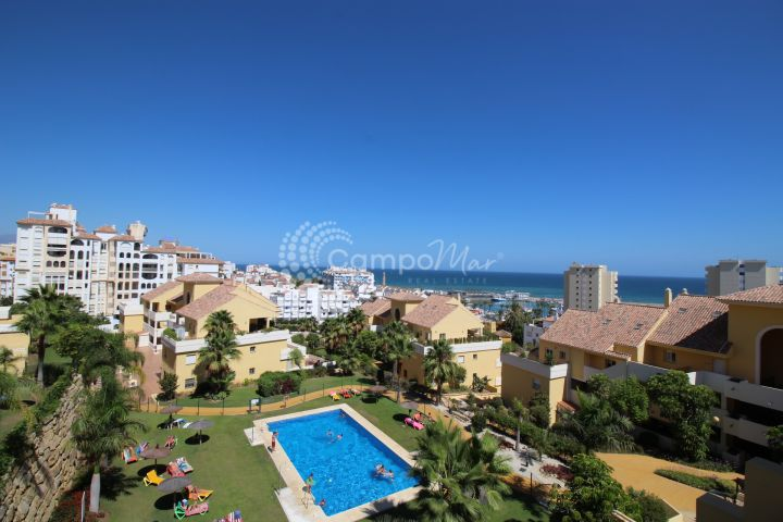Estepona, Fantastic penthouse apartment in the beautiful Puerto Alto development close to Estepona marina