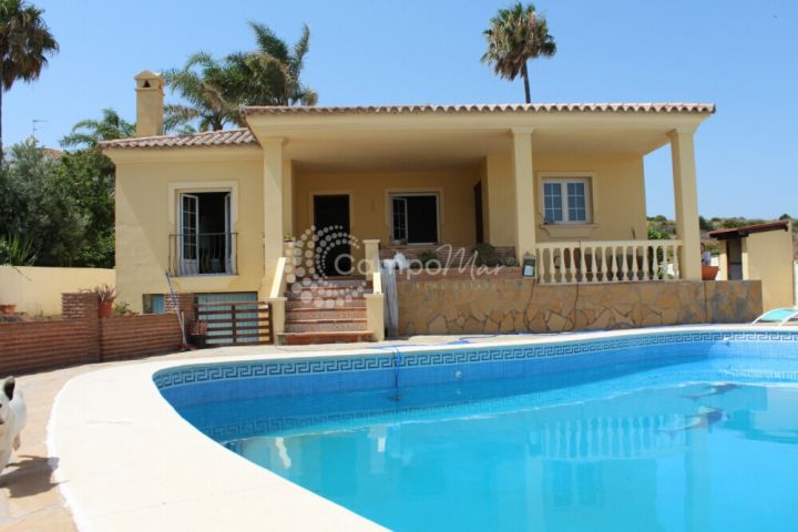 Estepona, Family sized detached villa for sale in the popular Seghers area of Estepona