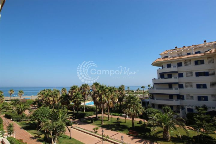 Manilva, Fantastic beach location and good value modern apartment for sale in La Noria, Sabinillas