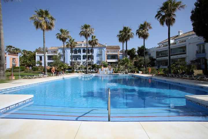 Casares, Fantastic ground floor front line apartment in Casares Playa