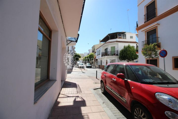 Estepona, Apartment for rent in Estepona town