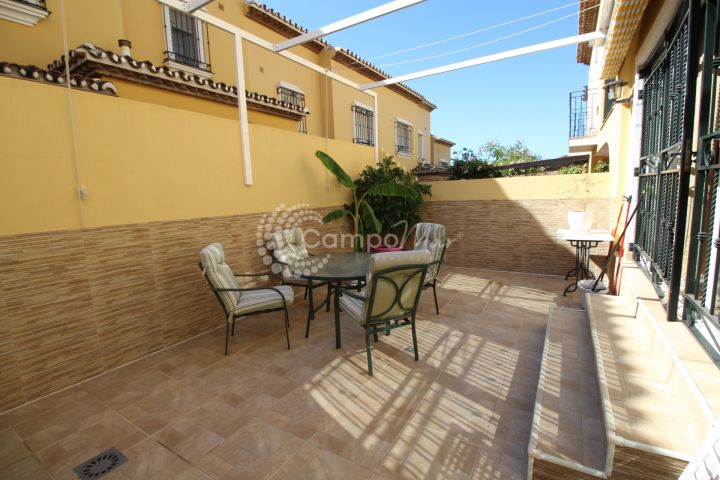 Estepona, Townhouse for sale in a gated residential complex in central Estepona