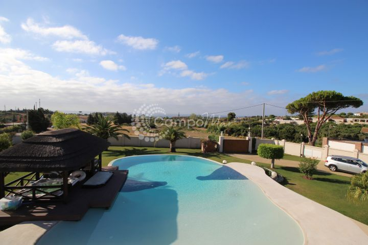 Estepona, Exclusive villa for sale in Estepona on large private plot with sea views