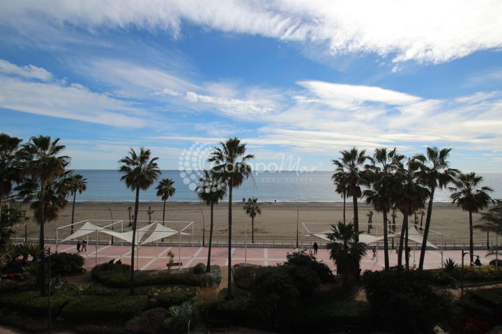 Estepona, Stunning front line beach apartment in the heart of Estepona