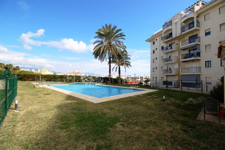 Estepona, Apartment situated on Avenida Puerta del Mar, Estepona