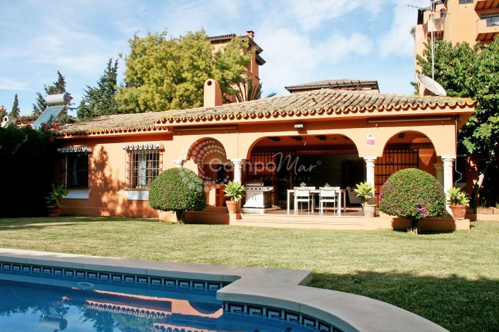 Estepona, Villa for sale beach side in El Paraiso