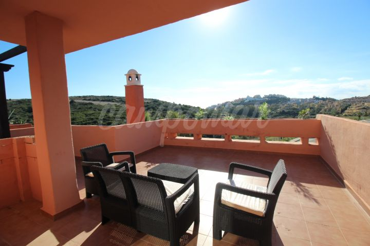 Casares, Bargain penthouse apartment for sale in Majestic, Casares Costa