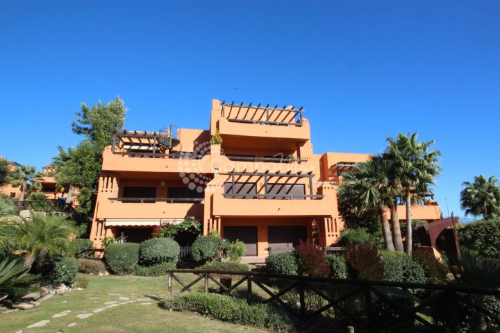 Estepona, Situated in Galera Park close to Estepona Port and walking distance to the beach