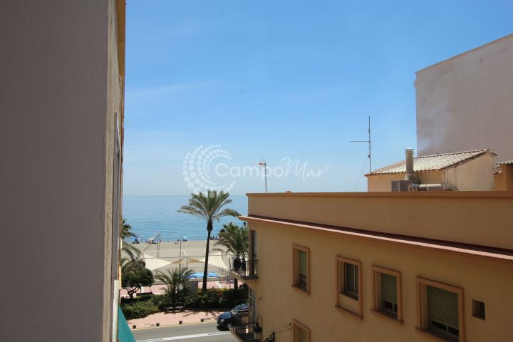 Estepona, Renovated apartment situated on the beach front in Estepona