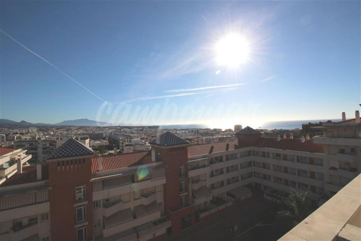 Estepona, Penthouse available close to the popular port of Estepona