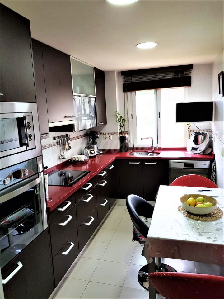 Estepona, Large three bedroom apartment for sale close to the marina in Estepona