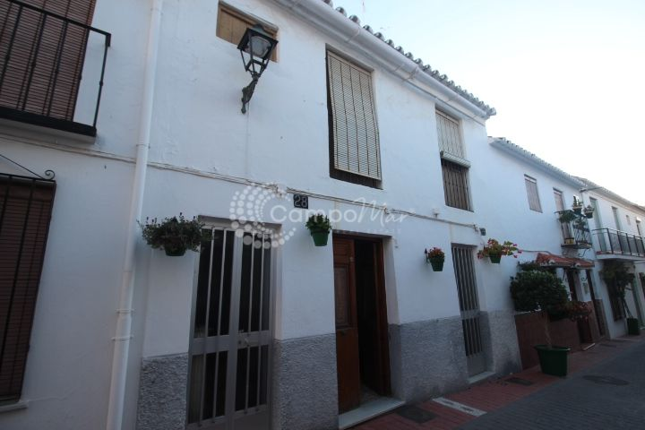 Estepona, Charming village house, in need of some TLC, good space with great potential