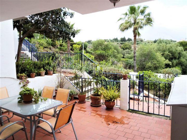 Estepona, Great condition townhouse in area of Seghers available.