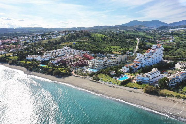 Estepona, Stunning new complex on the beach in Estepona