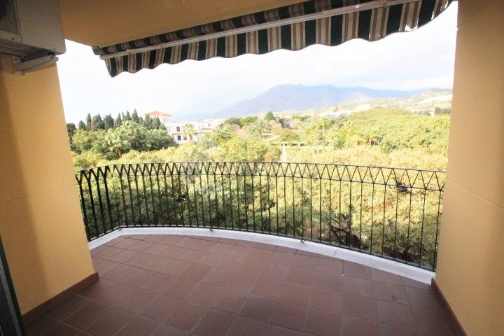 Estepona, Fantastic two bedroom apartment for sale in the heart of Estepona town.
