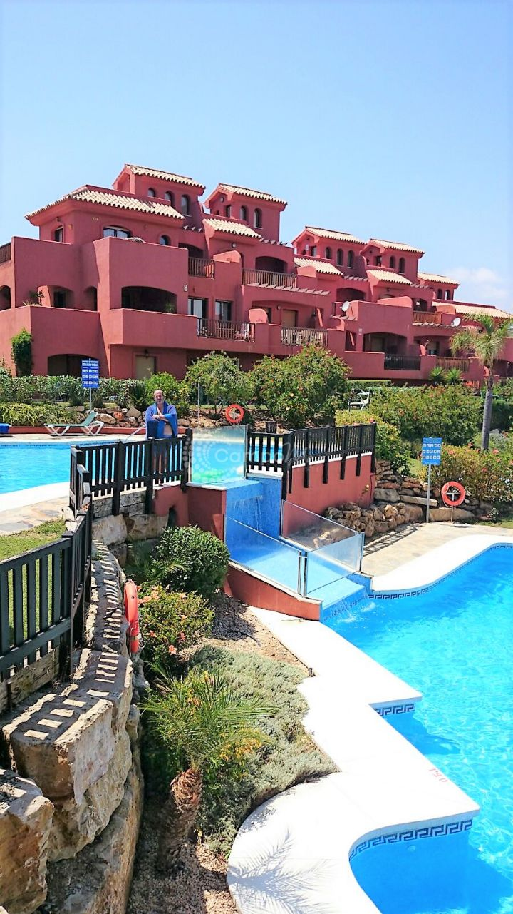 Estepona, To rent - Fantastic penthouse next door to one of Estepona´s golf clubs.