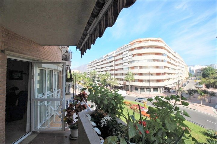 Estepona, Bright and spacious three bedroom apartment in fantastic central Estepona location