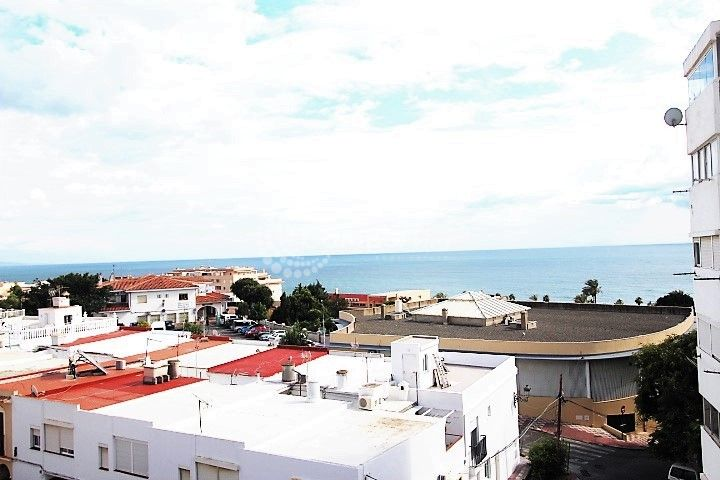 Estepona, Great reform opportunity with beautiful sea views.