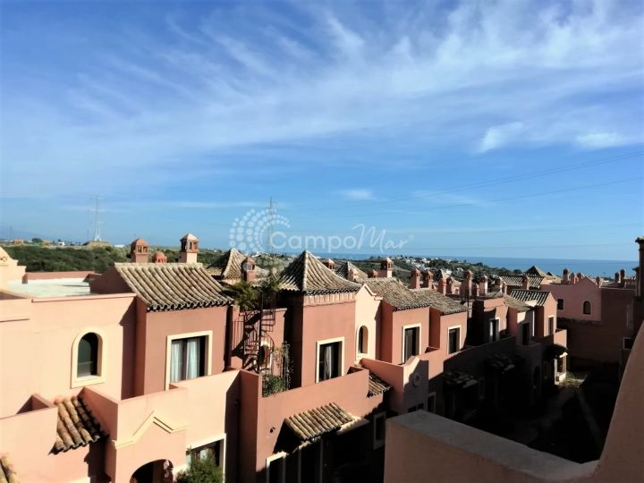 Estepona, Relatively new build spacious semi-detached townhouse in Estepona.