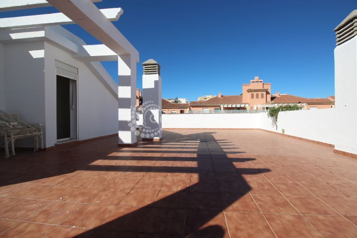 Estepona, Penthouse for sale with large roof terrace in the heart of Estepona
