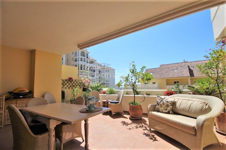 Estepona, Stunning two bedroom apartment in Puerto Alto, Estepona