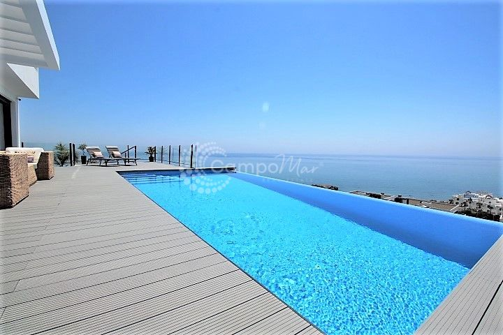 Casares, Incredible villa recently constructed with unbeatable views