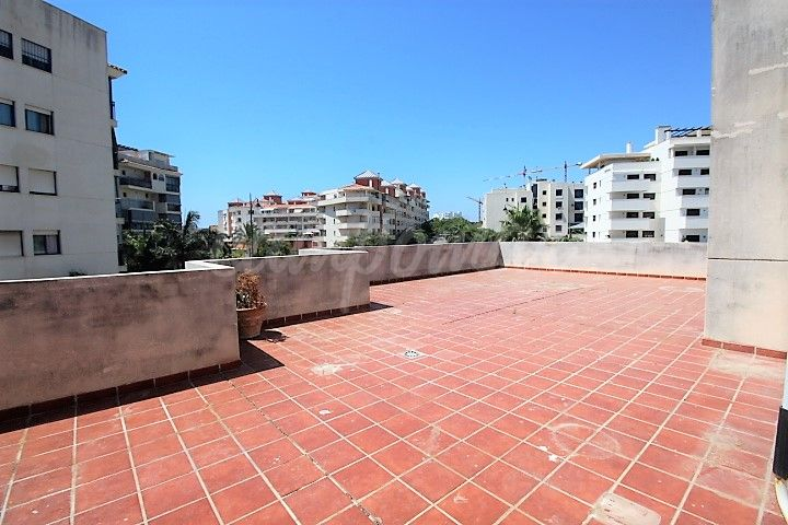 Estepona, Fantastic three bedroom with large terrace for sale in Estepona town.